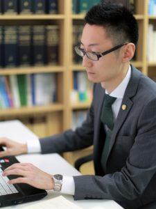 弁護士山田敏之の写真